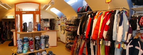 A K2 Sí & Snowboard Központ belülről Forrás: www.skiing.hu