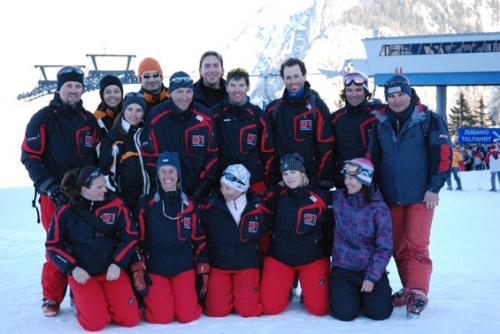 A síoktatás egy szakma, szakemberek végzik, ügyelve arra, hogy a vendégek a legnagyobb biztonságban és a lehető legjobb körülmények között töltsék el a téli síelésüket.